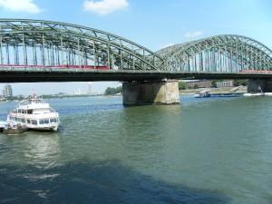 ライン川と観光船